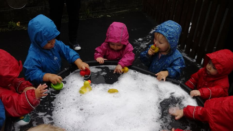 Outdoor bubbly fun (0-2 yrs)